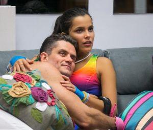 """No """"BBB17"""": Emilly revela para Marcos que já foi casada!"""
