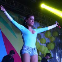 Anitta levanta a bandeira contra o preconceito na Copa e faz show eletrizante