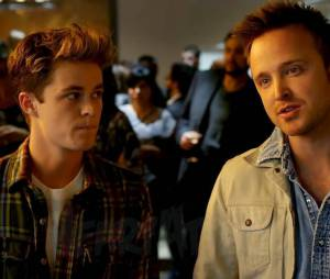 "Harrison Gilbertson (esq.) ao lado de Aaron Paul em ""Need For Speed - o Filme"""