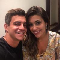 """Do """"BBB17"""", Vivian faz mistério sobre namoro com Manoel: """"Temos um carinho grande entre nós"""""""