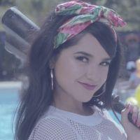 """Becky G lança clipe festeiro para a música """"Shower"""""""