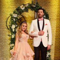 """Larissa Manoela participa do """"The Noite com Danilo Gentili"""" e fala sobre namoro: """"Deixando no ar"""""""