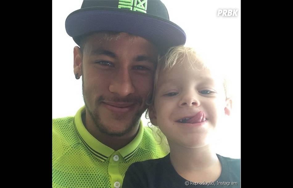 Ao lado do filho Davi Lucca, Neymar publica fotos da vida pessoal o Instagram
