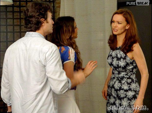 """Na trama de """"Em Família"""", Helena (Julia Lemmertz) vai brigar com Laerte (Gabriel Braga Nunes) para defender Luiza (Bruna Marquezine)"""
