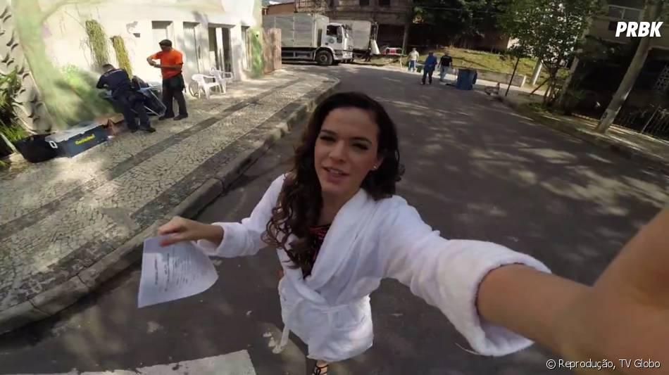 Com o figurino pronto, Bruna Marquezine segue para fazer a sua cena em externa