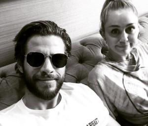 Miley Cyrus e Liam Hemsworth não vão se casar por enquanto, segundo cantora