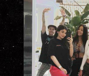 Kylie Jenner estaria grávida de uma menina, de acordo com os boatos da internet!