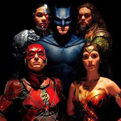 """De """"Liga da Justiça"""": Mulher-Maravilha, Batman e os heróis posam juntos para novas fotos!"""