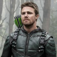 """Crossover de """"Arrow"""", """"The Flash"""", """"Supergirl"""" e """"Legends of Tomorrow"""" vai focar em Oliver!"""