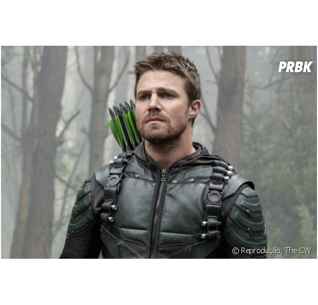 """Em novo crossover, Oliver (Stephen Amell), de """"Arrow"""", terá lição envolvendo amor. O que será?"""