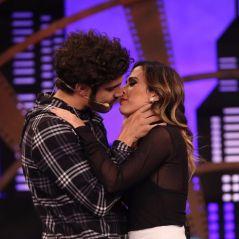 """Tatá Werneck beija Caio Castro e deixa ator pelado no palco do """"Lady Night"""" nesta segunda-feira (16)"""