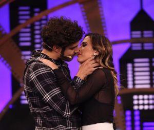 """Tatá Werneck deixa Caio Castro sem roupa no palco do """"Lady Night"""" desta segunda-feira (16)"""