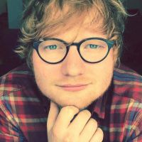 """Ed Sheeran cancela shows na Ásia após acidente de bicicleta: """"Incapaz de realizar concertos ao vivo"""""""