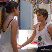"""Em """"Malhação"""": Karina conta para Bianca que também gosta de Duca"""