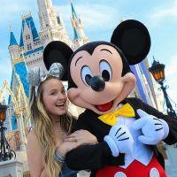 """Larissa Manoela visita Disney durante viagem a Paris: """"Orlando não sai da gente"""""""