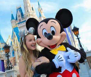 Larissa Manoela visita Disney de Paris!