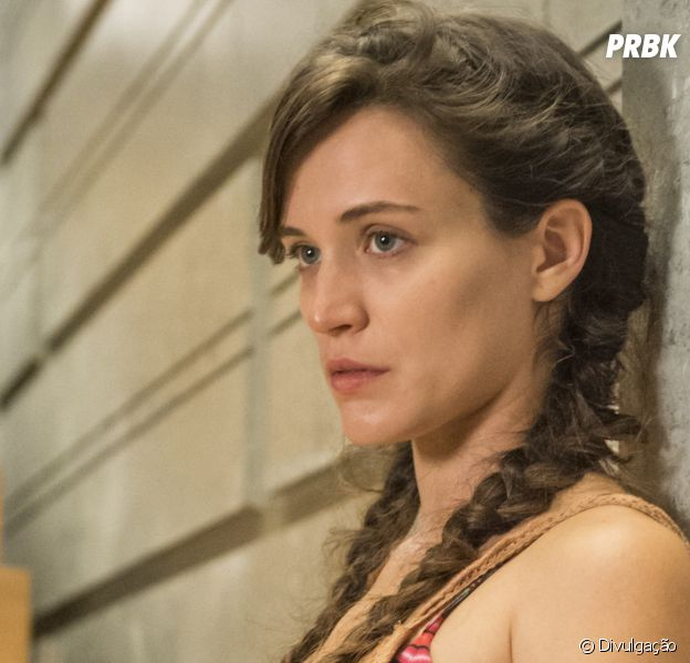 """Em """"O Outro Lado do Paraíso"""", Clara (Bianca Bin) promete vingança após ser internada em hospício!"""