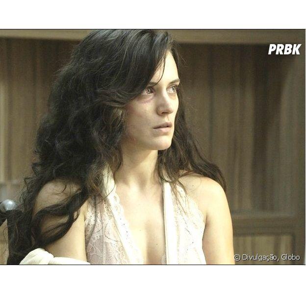 """Em """"O Outro Lado do Paraíso"""", Clara (Bianca Bin) sofre ao ser rejeitada pelo filho"""