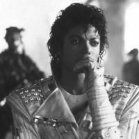 Michael Jackson é o astro que mais fatura mesmo após sua morte!