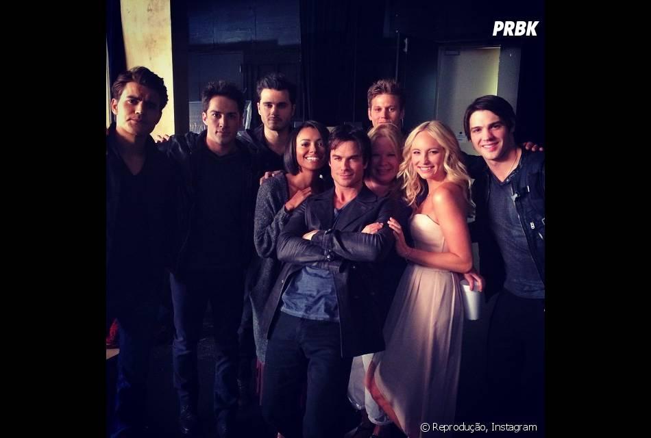 """O elenco de """"The Vampire Diaries"""" reunido para sessão de fotos da 6ª temporada"""