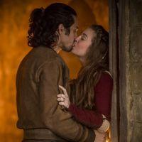 """Novela """"Deus Salve o Rei"""": Amália (Marina Ruy Barbosa) e Afonso transam pela primeira vez"""