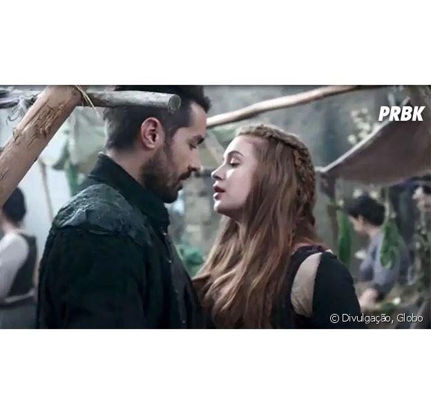 """Em """"Deus Salve o Rei"""": Amália (Marina Ruy Barbosa) e Virgílio (Ricardo Pereira) ficam juntos após plano do vilão"""