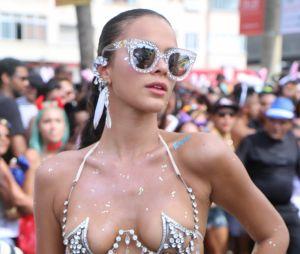 Bruna Marquezine usa fantasia sensual no Carnaval do Rio de Janeiro e fãs elogiam a musa do Bloco da Favorita!
