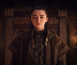 """De """"Game of Thrones"""", Maisie Williams revelou final da série para a mãe"""