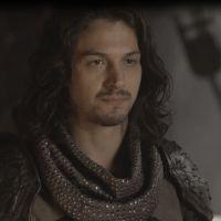 """Novela """"Deus Salve o Rei"""": Afonso desobedece Catarina (Bruna Marquezine) para ajudar Amália"""