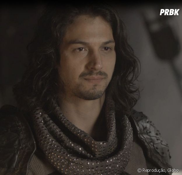 """Em """"Deus Salve o Rei"""", Afonso (Rômulo Estrela) vai contra ordem de Catarina (Bruna Marquezine)"""