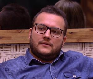 """Diego é o oitavo eliminado do """"BBB18"""", com 81,07% dos votos; escritor disputou Paredão triplo contra Gleici e Jéssica"""