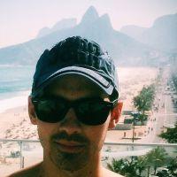 Joe Jonas faz a alegria dos fãs brasileiros e publica foto em Ipanema, no Rio