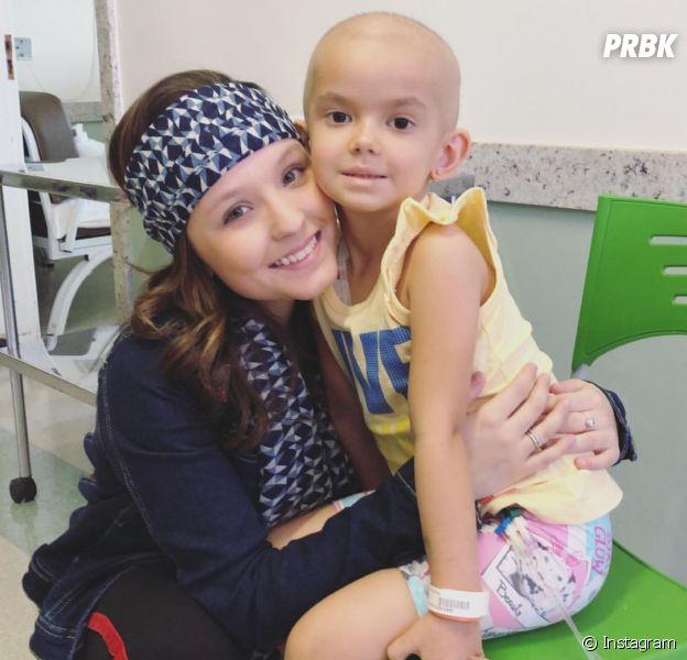 Larissa Manoela visita hospital em Londrinha no Dia Mundial de Combate ao Câncer
