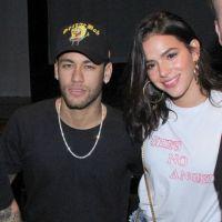 """Bruna Marquezine opina sobre casaco de Neymar: """"Por que é tão prazeroso usar a roupa do namorado"""""""