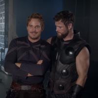 """Atores de """"Vingadores: Guerra Infinita"""" se divertem por trás das câmeras do filme! Assista"""