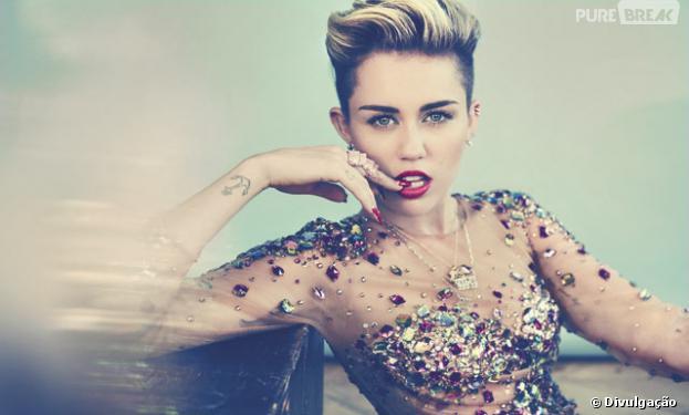 "Miley Cyrus é a capa de dezembro da revista ""Cosmopolitan"" e fala sobre momento: ""Eu sinto como se eu fosse a zebra deste campeonato"""