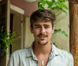 """No ar em """"O Outro Lado do Paraíso"""", Bruno Montaleone está confirmado em """"O Tempo Não Para"""", substituta de """"Deus Salve o Rei"""" na Globo"""