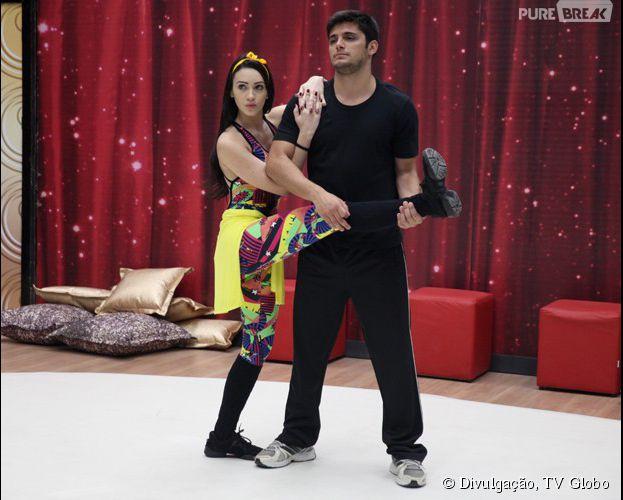 """Bruno Gissoni treina para encarnar um rockeiro, no próximo desafio da """"Dança dos Famosos 2014"""""""