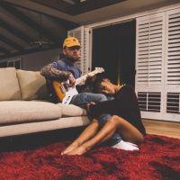 """Ariana Grande confirma fim de namoro com Mac Miller: """"Eu o respeito e o adoro para sempre"""""""