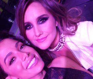 Anitta não esconde que é fã de Dulce Maria desde os tempos de RBD e tieta cantora no Prêmio Eres, no México