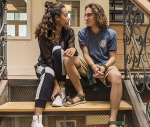 """Em """"Malhação"""", Jade (Yara Charry) está super a fim Tito (Tom Karabachian)"""