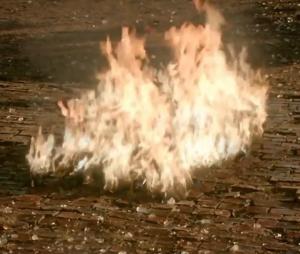 """Em """"The Originals"""",Hayley (Phoebe Tonkin) morreu queimada"""
