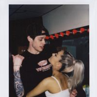 Pete Davidson, namorado de Ariana Grande, faz piada com as partes íntimas do casal e divide opiniões