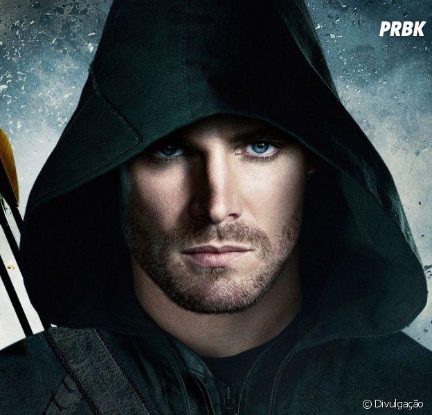"""Em """"Arrow"""", Stephen Amell desmente rumores de que Oliver Queen será preso na 7ª temporada"""