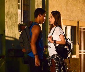 "Guilherme (Lawrran Couto) pede para Raquel (Isabella Moreira) guardar segredo sobre a sua vida em""As Aventuras de Poliana"""