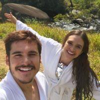 """Nicolas Prattes fala sobre namoro com Juliana Paiva e agradece carinho dos fãs: """"Fico feliz"""""""