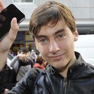 Primeiro comprador do iPhone 6 derruba aparelho no chão durante entrevista