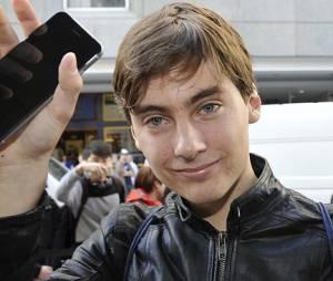 Primeiro comprador do iPhone 6 derruba ao aparelho durante entrevista