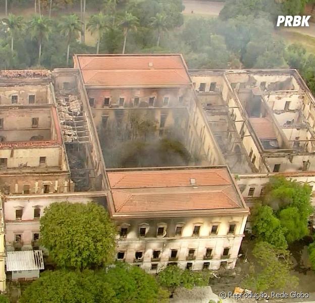 Museu Nacional do Rio de Janeiro é completamente destruído em incêndio