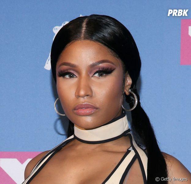 Nicki Minaj fica com os seios à mostra durante show no festival Made In America